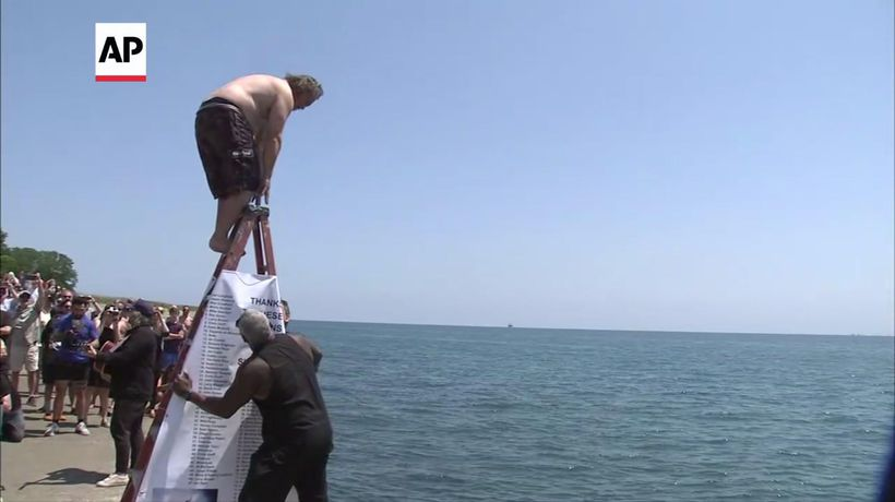 Man jumps into Lake Michigan for 365 straight days