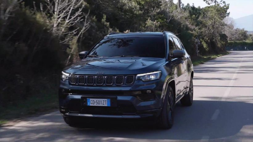 New Jeep® Compass 80th in Blue Shade Driving Video
