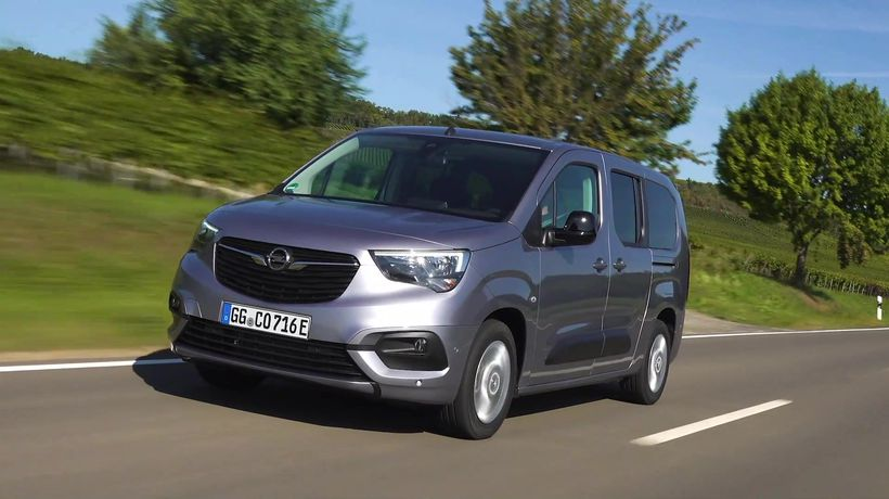 The new Opel Combo-e Life XL Driving Video