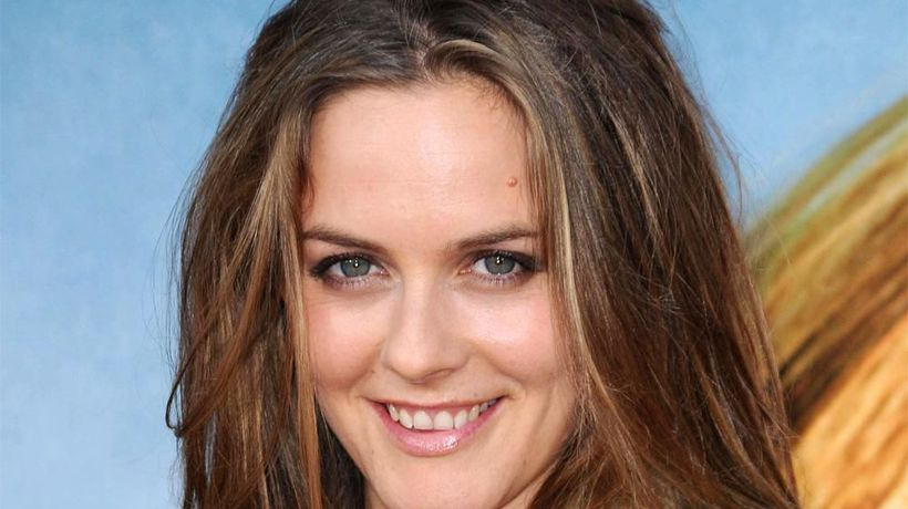 Alicia Silverstone takes baths with her son