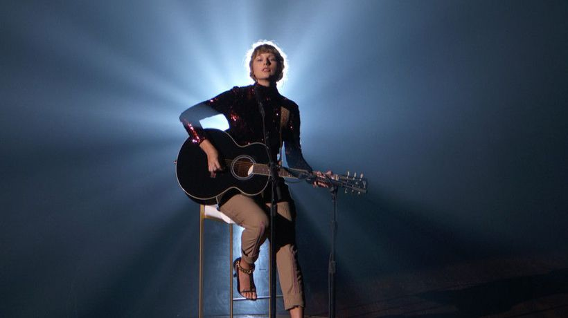 Taylor Swift's Gibson guitar to be auctioned for COVID relief