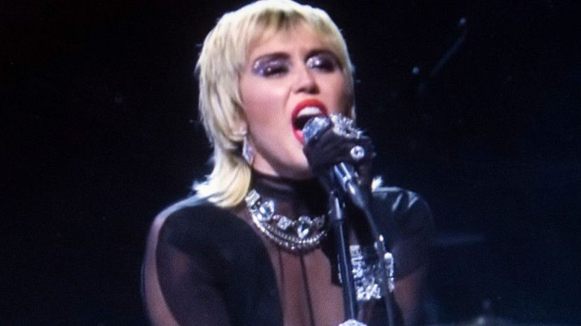 Miley Cyrus thinks women are 'hotter' than men