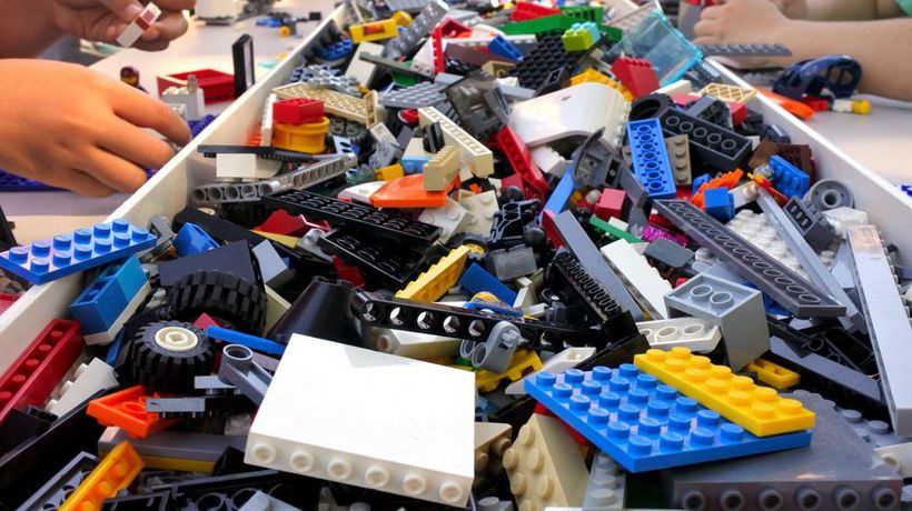 French police hunting gang of Lego looters