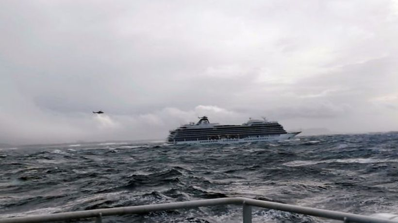 Airlift rescue of cruise ship passengers