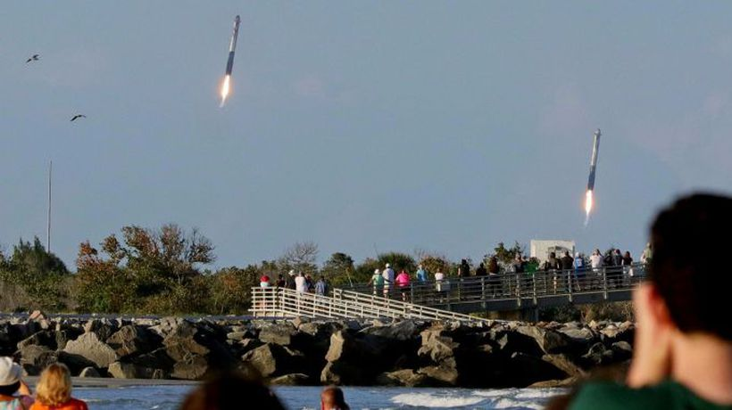 SpaceX nails triple booster landing