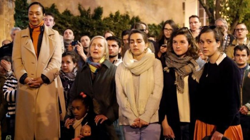 Hymns and shock after Notre-Dame fire