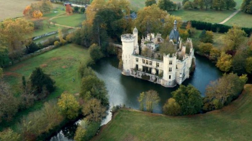 The French chateau you part own for EUR50