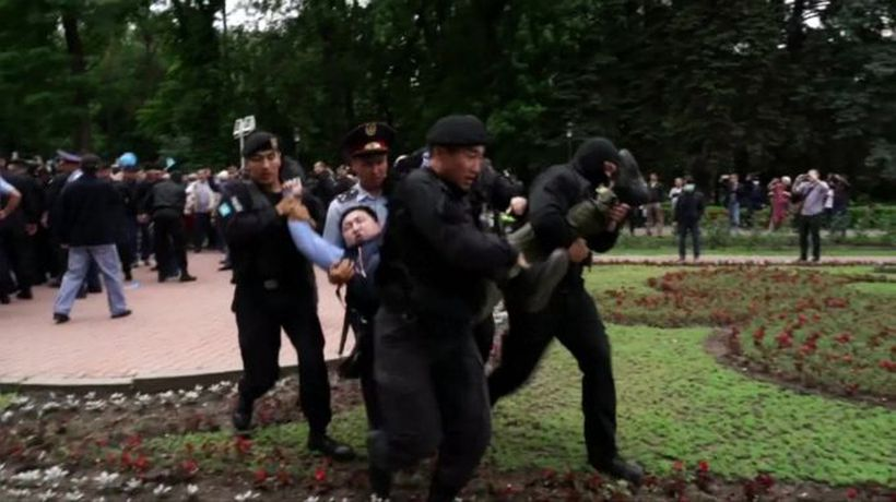 Kazakhstan election protesters clash with police