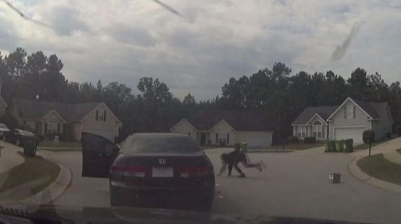 Cops and robbers in a dead-end gun fight