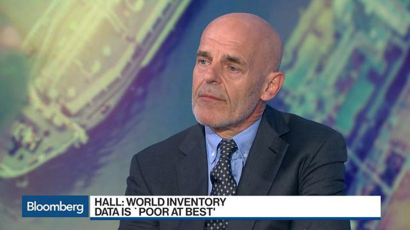 Andy Hall Says Traders Probably `Better Off' Betting on Oil Rise