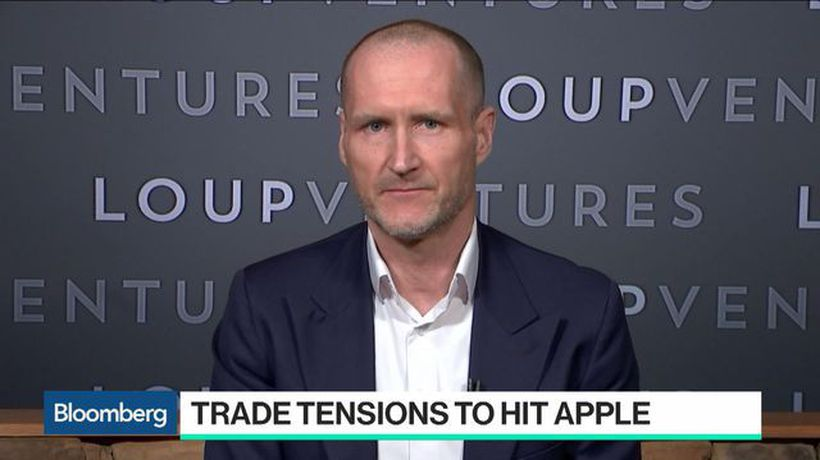 China Tariffs on Apple Products Unlikely, Loup's Munster Says