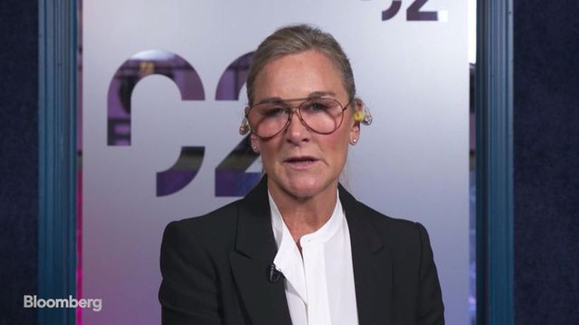 Former Apple Retail Chief Ahrendts Defends Store Changes