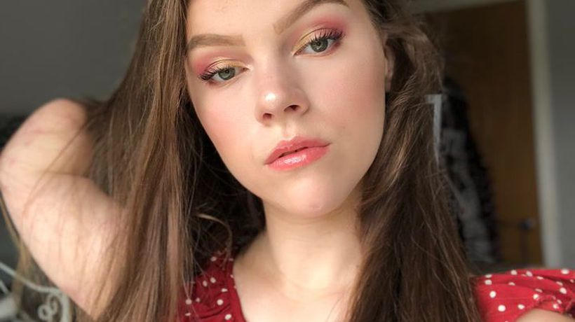 This teenage quadruple amputee is inspiring others with her beauty tutorials