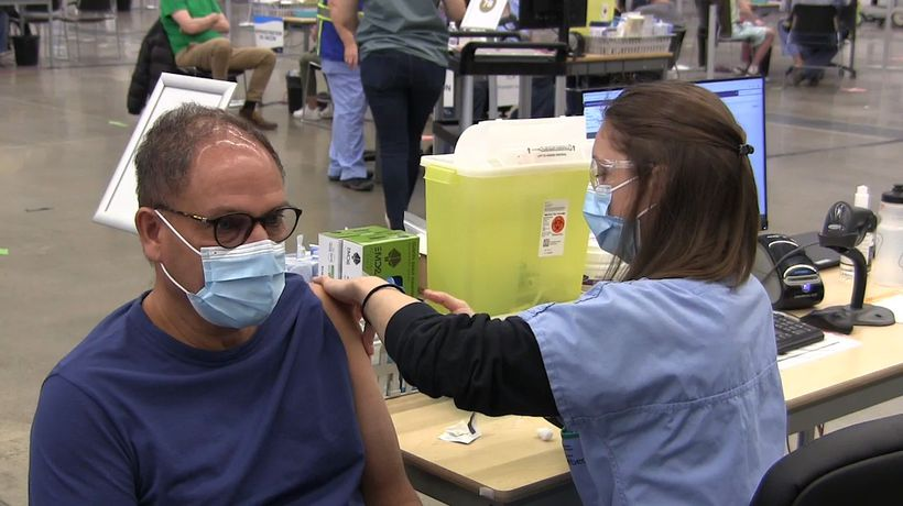 Quebec opens walk-in AstraZeneca vaccine clinics for those 55 and up
