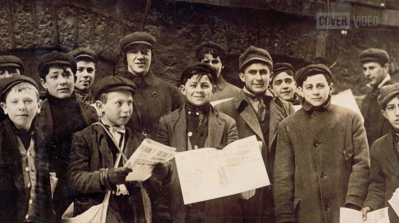 Heartbreaking Vintage Images Of Young Newspaper Sellers