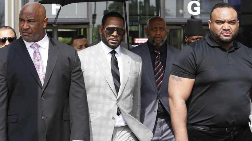 Illegal wedding bribery charge added to R. Kelly's legal woes