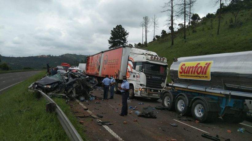Speeding truck loses control and ploughs into other cars on the N3 highway