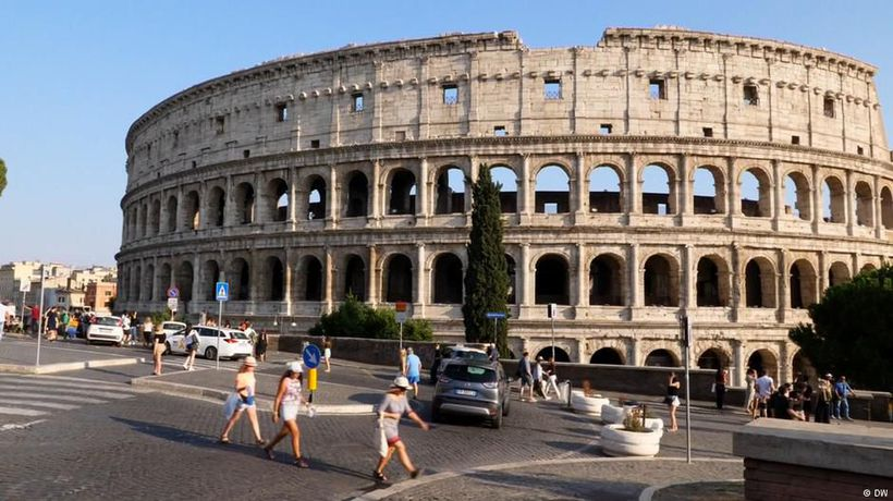 What Romans Think of Rome