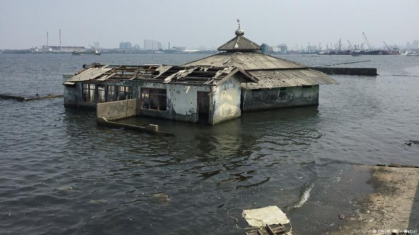 Indonesia: The sinking capital