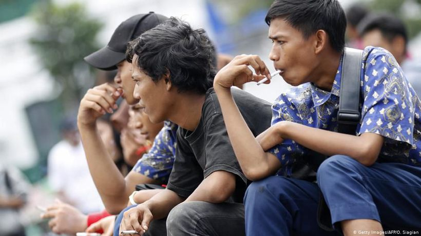 Indonesia cracks down on booming trade in illegal tobacco