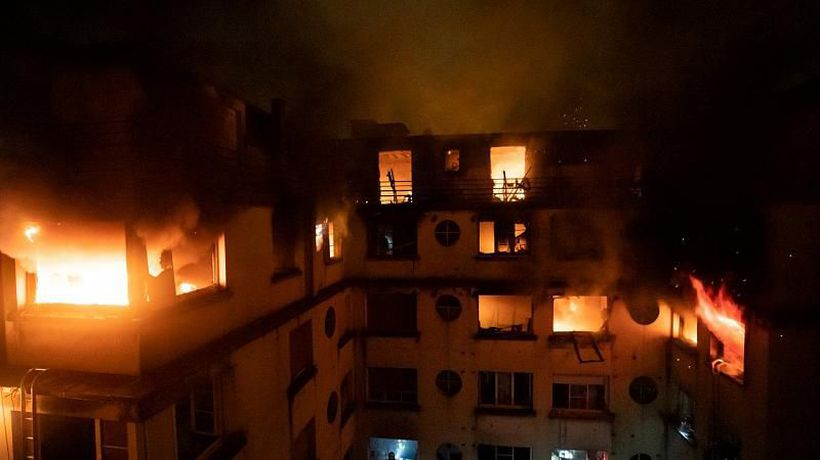 World News - Eight die in huge Paris fire, 'criminal' investigation launched