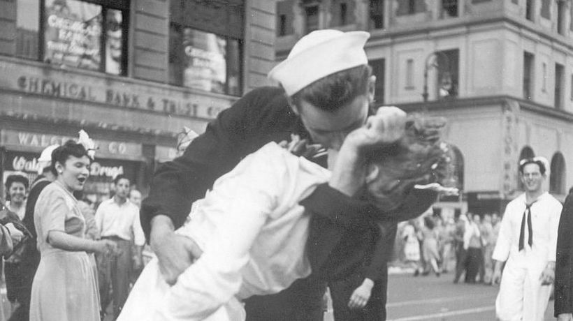 World News - Sailor pictured kissing nurse in iconic Second World War photo has died