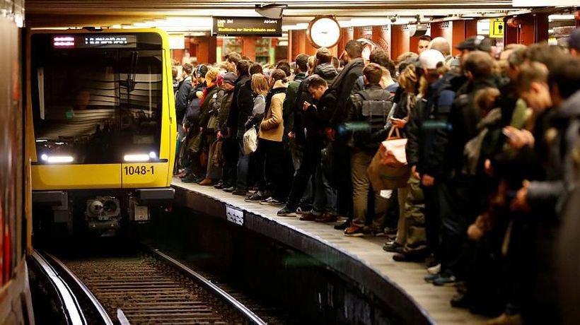 Good Morning Europe - Mind the Pay Gap: Berlin public transit gives 21% discount to women today to raise pay gap awareness
