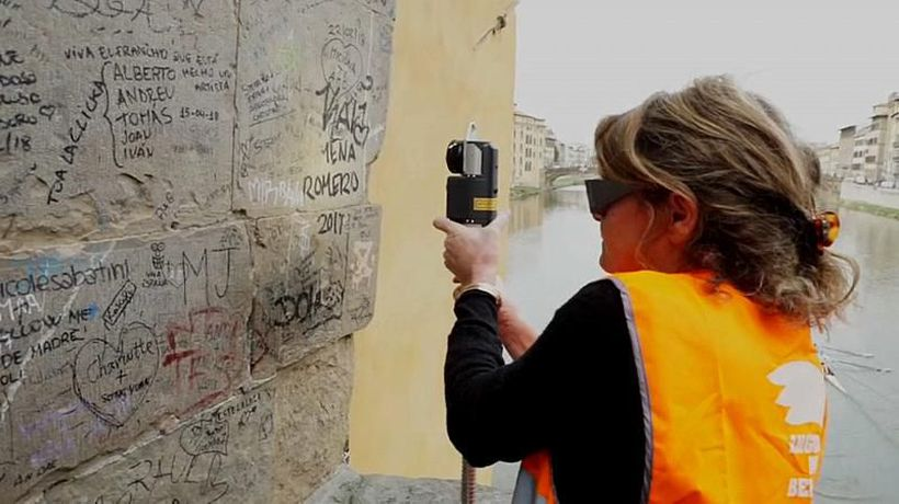 World News - Watch: Angels of Beauty erase graffiti from famous Italian facades using lasers