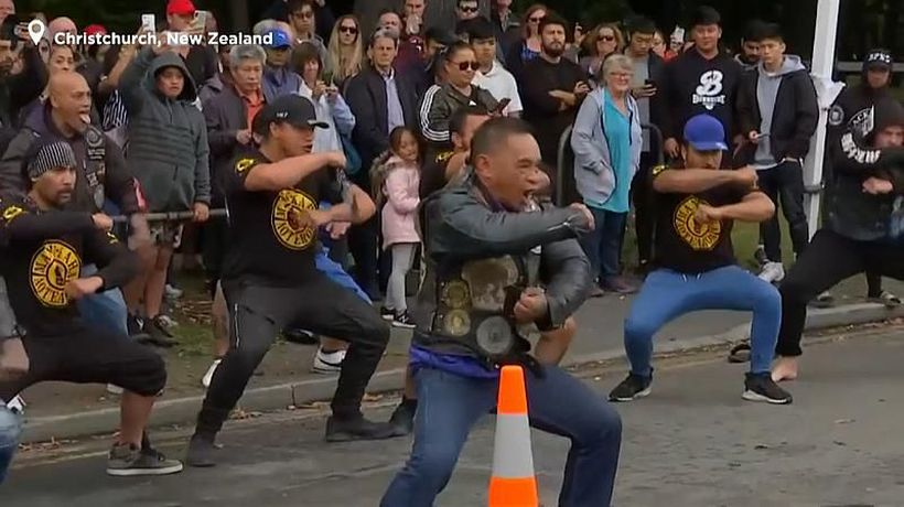 World News - Watch: New Zealanders perform haka to honour mosque shooting victims