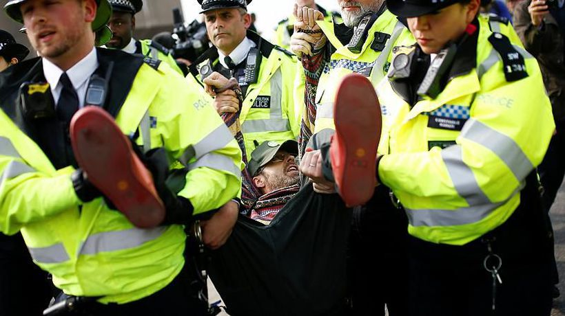 World News - UK Climate protesters 'superglue themselves' to fence of Labour leader Jeremy Corbyn