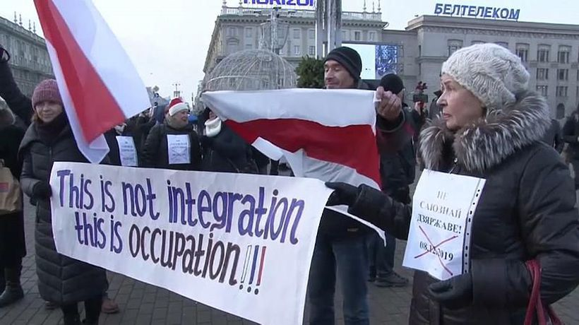 Mass protests in Belarus over president's meeting with Putin
