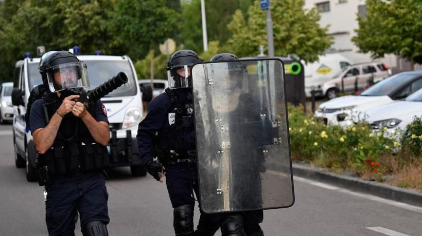 Chaos in Dijon after armed gangs face off against police in fourth day of violence