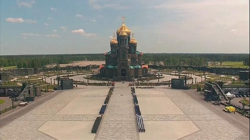Russian Orthodox Church consecrates huge cathedral dedicated to military