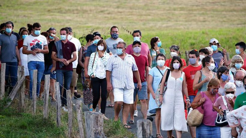 Coronavirus: France makes masks mandatory in some outdoor public spaces