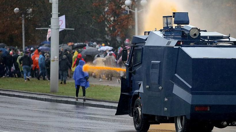 Belarus: Dozens of arrests in Minsk as police use water cannon to break up anti-Lukashenko protests