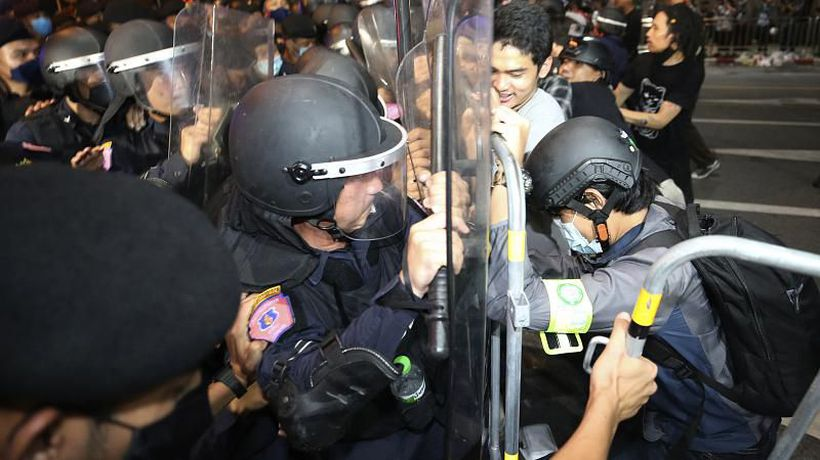 Thailand: PM declares state of emergency as police disperse protesters outside his office