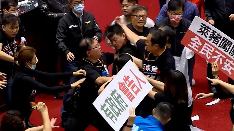 Fighting erupts in the Taiwanese parliament over meat imports