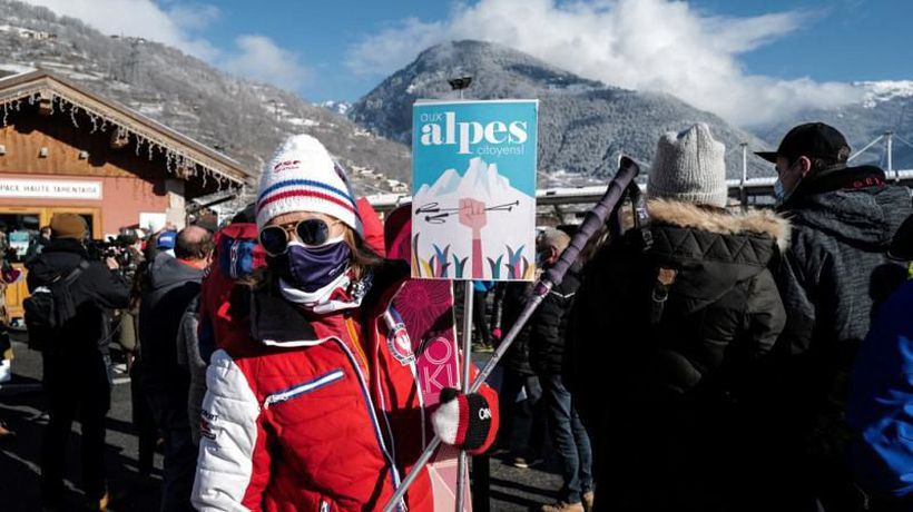 French ski resorts protest plans to keep lifts closed over Christmas period
