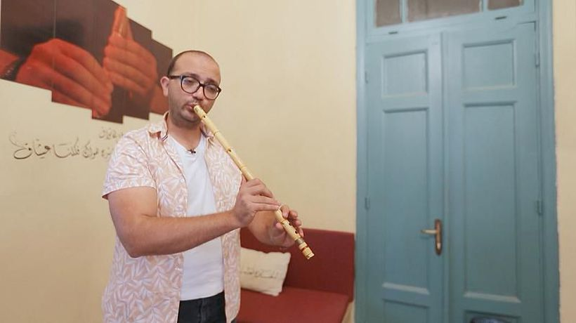 How are Jordanian musicians adapting Western pop songs into Arabic?