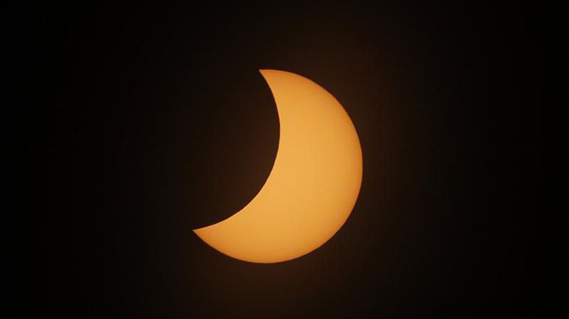 Spectators brave heavy rain to see solar eclipse in Chile