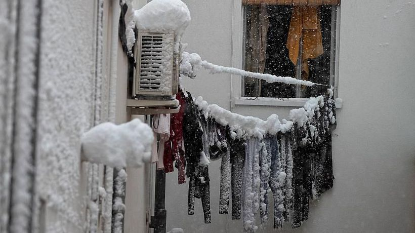 Record snowfall blankets Spain bringing transport in and out of Madrid to a standstill