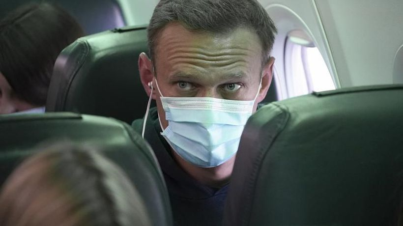 Russian opposition leader Alexei Navalny detained on arrival in Moscow