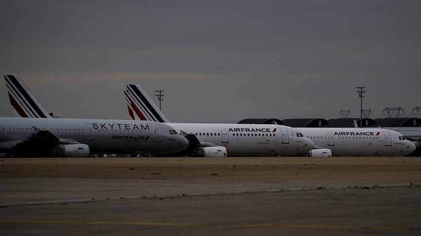 French lawmakers approve ban on short domestic flights to cut carbon emissions
