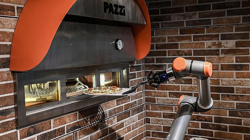 Paris welcomes first pizzeria operated entirely by robots