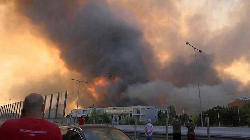 Athens: Major fire prompts evacuation of residential areas