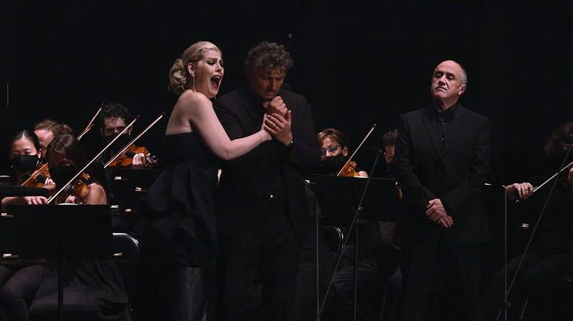 Sung under the stars: Kaufmann and Radvanovsky thrill in concert version of Tosca