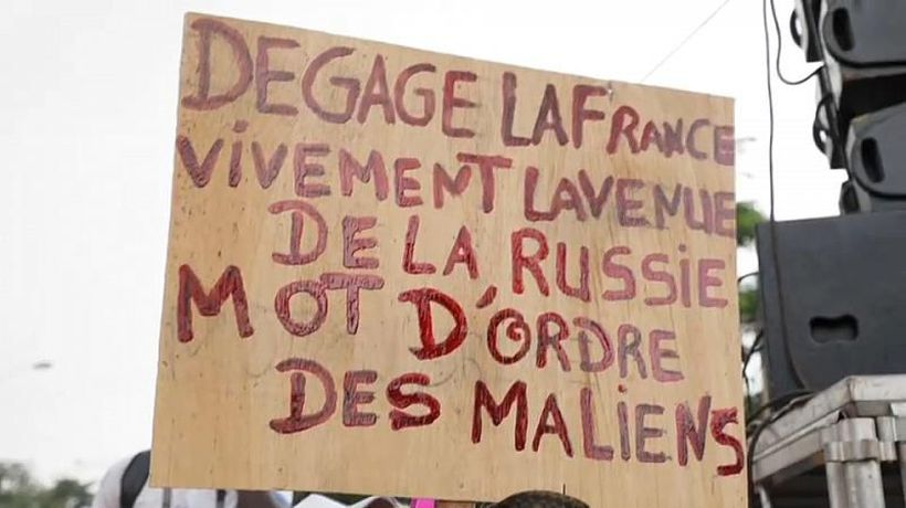 Mali: Thousands denounce France at pro-army rally