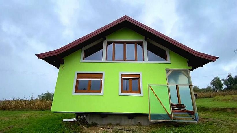 Husband builds a rotating house so his wife can enjoy better views
