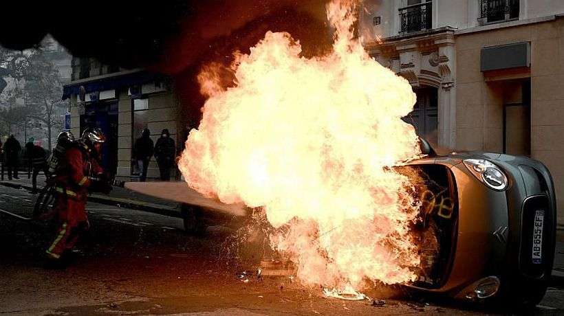 'Gilets jaunes': Violence in Paris as protesters mark one-year anniversary