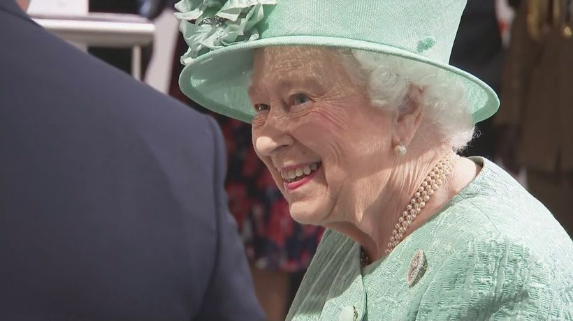 The Queen learns to use a self-service check-out
